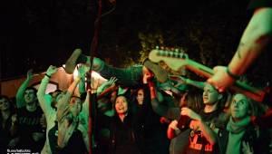 Divným rokem okem fotografů   Klára Mariňáková a její záblesky punku