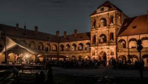 Divným rokem okem fotografů | Mongolové The HU, Wohnout na sezení i komorní radost z hudby objektivem Lukáše Knolla