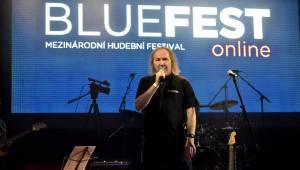 Bluefest objektivem Davida Webra. Festival sledovali fanoušci online