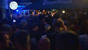 Anna K. rozehnala mračna nad Plzní, Zach's Pub zaplnila k prasknutí