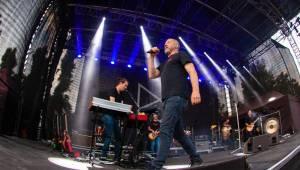 V Braníku se tančilo a zpívalo s Davidem Kollerem, show vygradovala hity Lucie