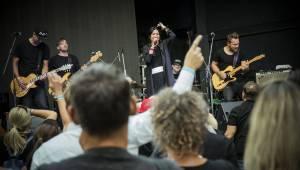 Anna K. rozzářila světlem Riegrovy sady, publikum nadšeně zpívalo a tleskalo