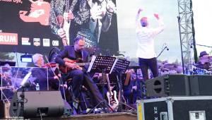 30 let bez okupantů: Pražský výběr Symphony a utajený host Petr Janda