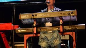 Olympic pokřtil desku Kaťata, během koncertu jedny kalhoty rovnou vydražil