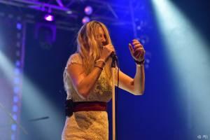 Gaia Mesiah brázdní republiku na turné, do plzeňské Šeříkovky s sebou přivezla Hi-Fly