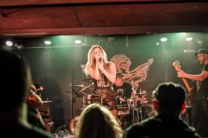 Dirty Blondes a Anteater rozpoutali v Rock Café opravdový tajfun