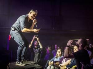 Na koncertě Mig 21 v Plzni se tančilo od začátku do konce, skladba Kalhotky si sundej zabrala i tentokrát