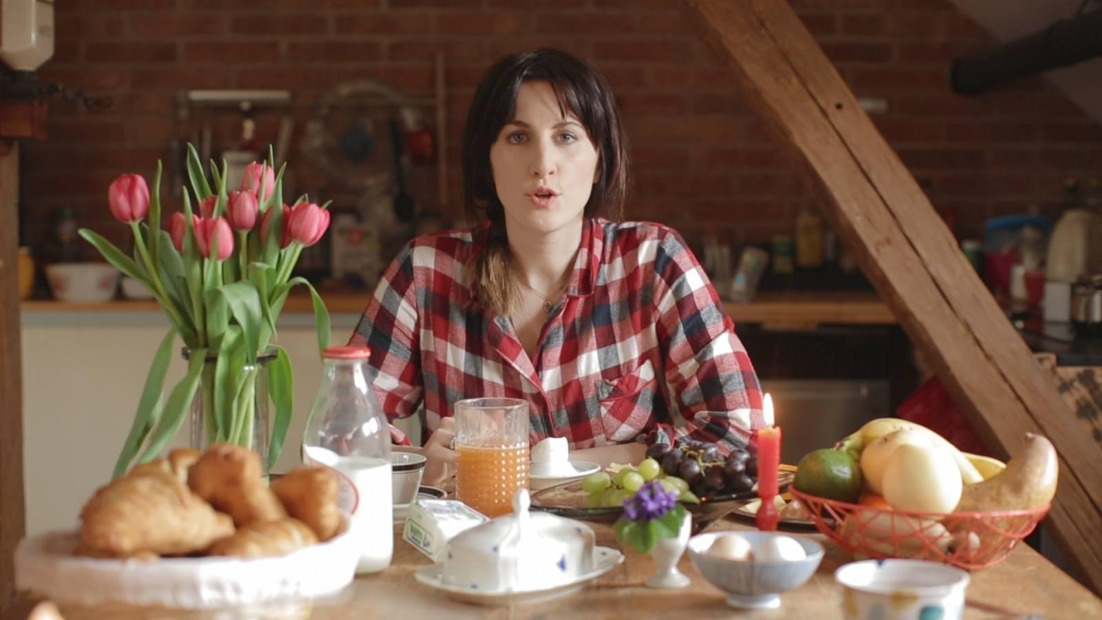 RECENZE: Klára Vytisková zpívá výborný pop a oslavuje domov. Škoda že ne v češtině