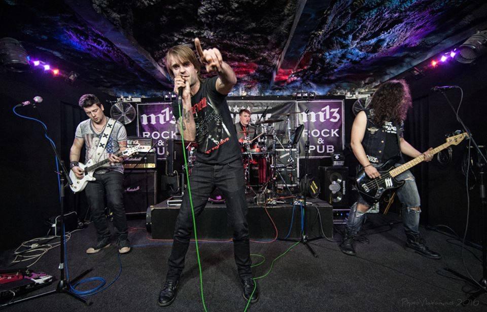 LIVE: Glam rock žije: Sleazy RoXxX a Sweet Leopard absolvovali společné turné