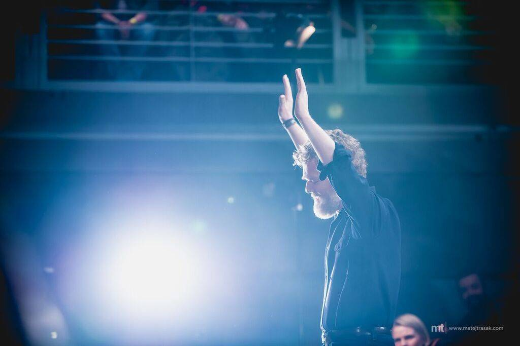 LIVE: Glen Hansard má s českými fanoušky bližší pouto