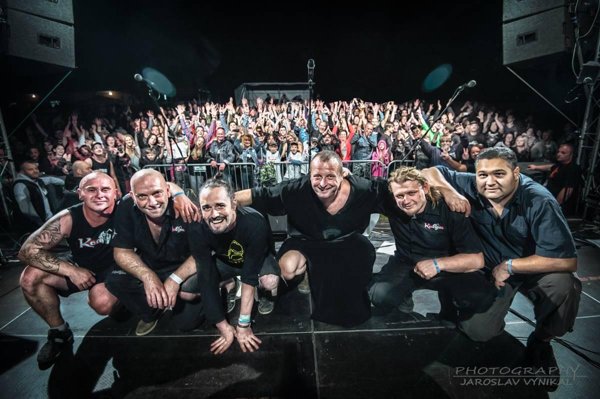 Komunál vydává svou dvanáctou řadovku, včetně coverů od spřátelených kapel Dymytry, Walda Gang, Doga, Alkehol a dalších