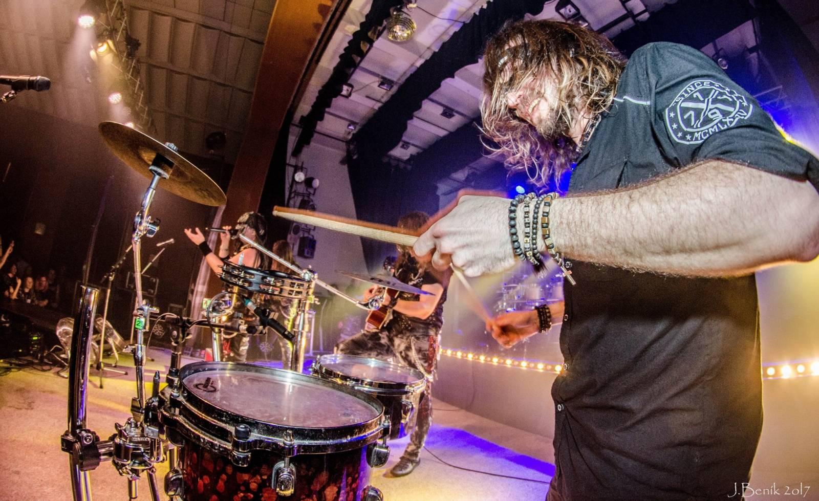 Dymytry odstartovali své jarní turné vyprodaným sálem, představili i nový klip