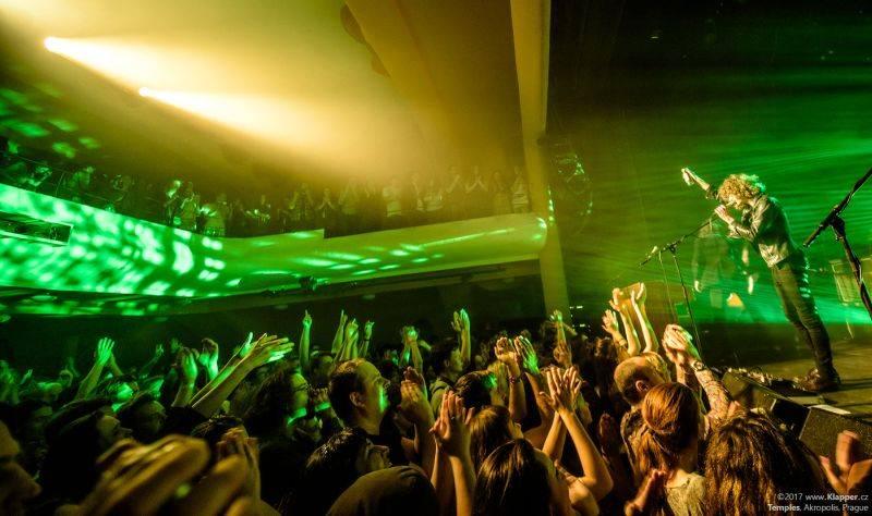 LIVE: Temples svým psychedelickým rockem premiérově dobyli Prahu