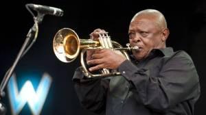 Zemřel trumpetista Hugh Masekela, otec jihoafrického jazzu a bojovník proti apartheidu