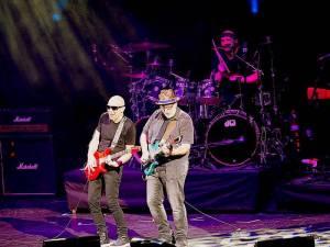 LIVE: Joe Satriani se svým projektem G3 ukázal Praze, co si představit pod pojmem kytarová virtuozita