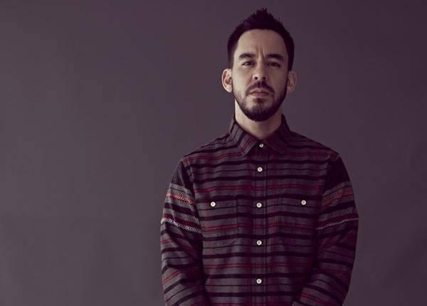 Mike Shinoda vydá v červnu sólové album. Vypsal se na něm ze smrti Chestera