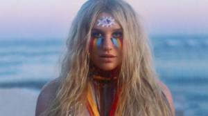 TOP 6 videoklipů týdne: David Deyl přezpíval hit The One And Only, Kesha oddala lesbický pár