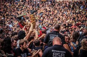 TOP 5 plzeňského Metalfestu: Nightwish, Accept, metalisté ověšeni kachničkami i fanoušci skákající přes zábrany