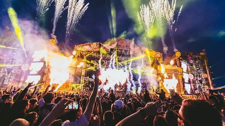 Hvězdy letních festivalů: V Česku se představí Lana Del Rey, The Prodigy, Chemical Brothers i Guano Apes