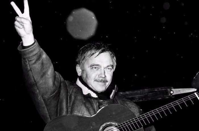 Karel Kryl - Král protestsongů, který se stal symbolem odporu vůči režimu