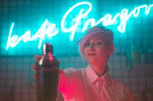 VIDEO: Antonova mají klip o konzumní společnosti a životě mileniálů