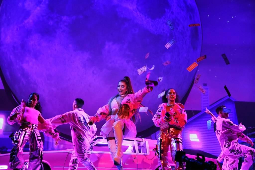 LIVE: Ariana Grande v Praze s kulisami šetřila, spoléhala na tanečníky a svůj hlas