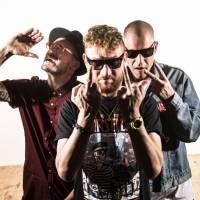 Rapová trojka PSH vydává mystifikační album Debut. Prý na něm pracovala celý život