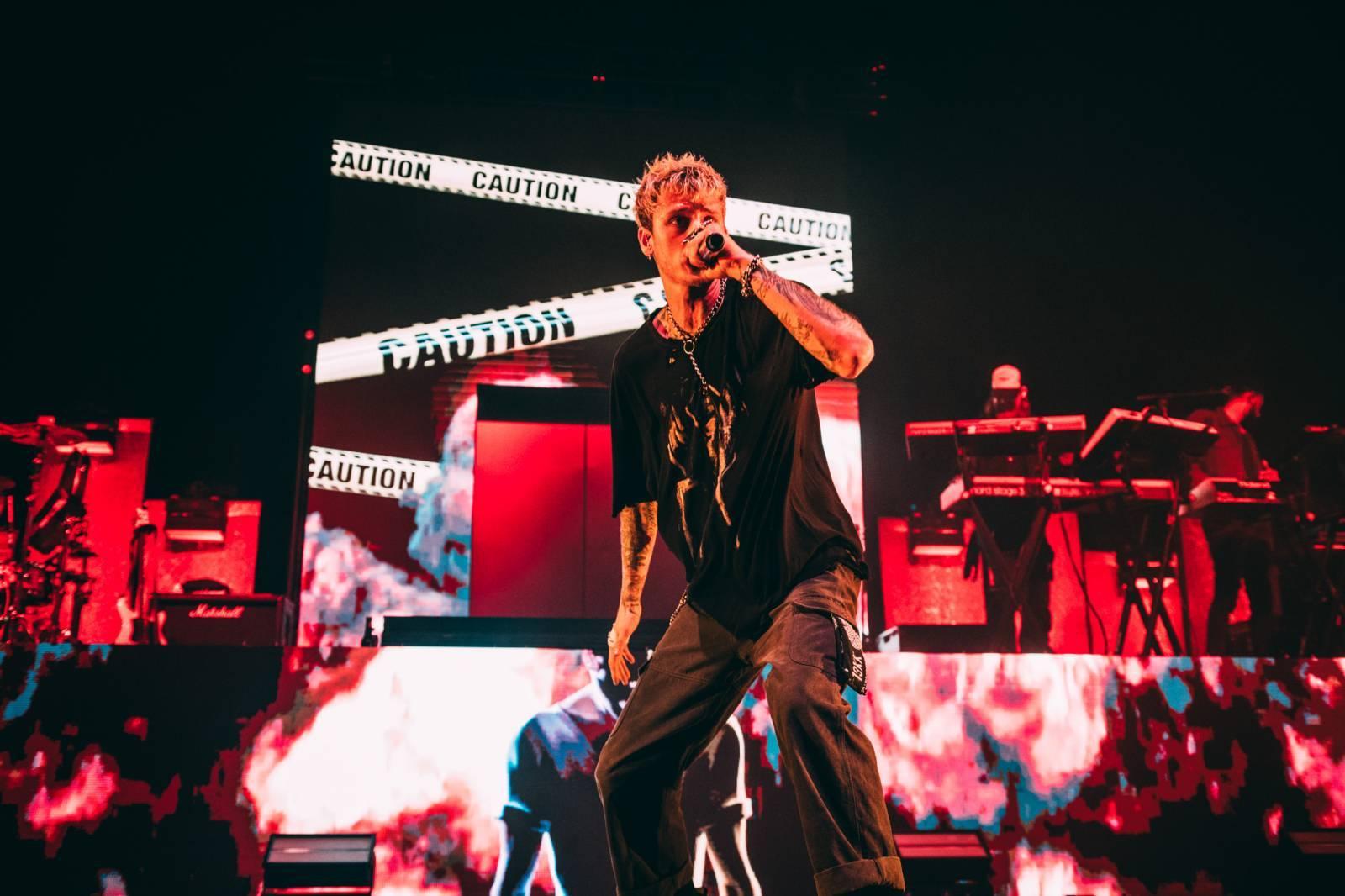 LIVE: Machine Gun Kelly v Praze - Rocková hvězda rapu si střihla předělávky Billie Eilish i Oasis
