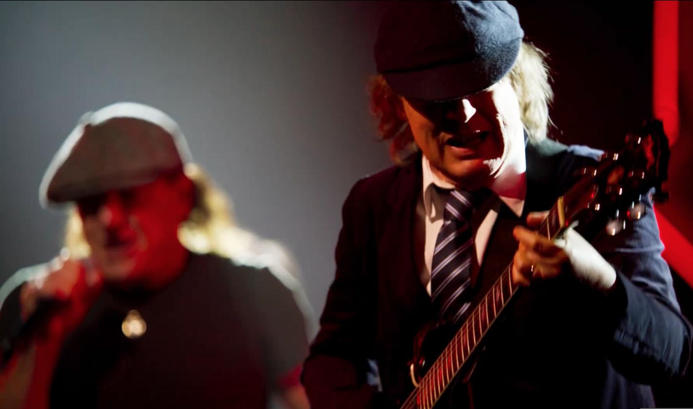Nový klip od AC/DC! Shot In The Dark září do ruda