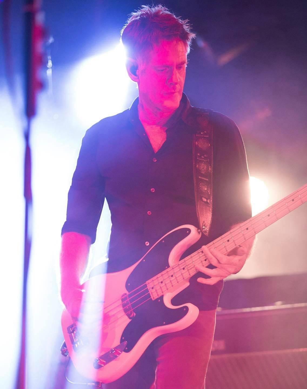 Basista Midnight Oil zemřel. Bones Hillman podlehl rakovině