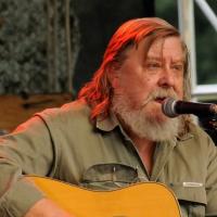Zemřel trampský písničkář Antonín Linhart, zakladatel skupiny Pacifik a autor Zlatýho údolí