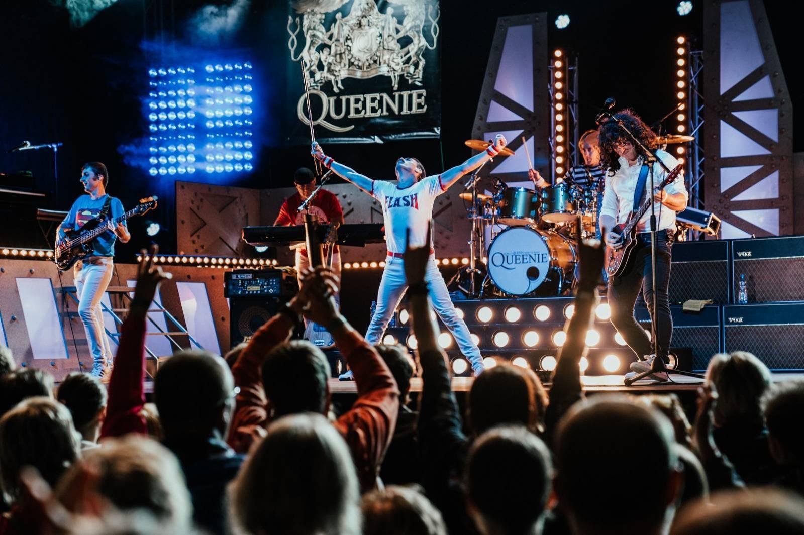 Duben se živou hudbou: streamované koncerty chystají Jelen, Queenie, Gaia Mesiah nebo Mňága a Žďorp