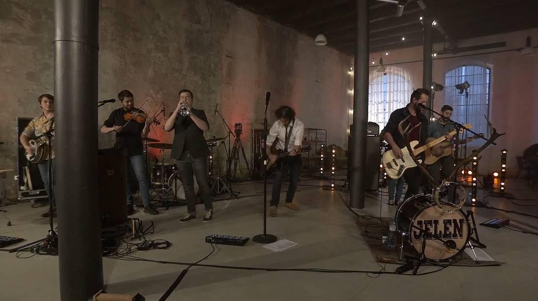LIVE: Kapela Jelen odehrála energický koncert, pokřtila na něm novou desku