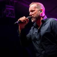 David Koller zpívá v singlu Vězenkyně o domácím násilím, text mu napsal Jáchym Topol