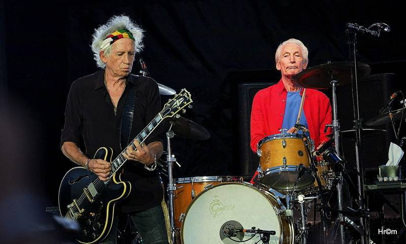 Zemřel Charlie Watts z Rolling Stones, jeden z největších bubeníků své generace