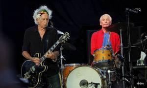 """Rolling Stones vzdali hold zesnulému bubeníkovi Wattsovi. """"Držel tuhle kapelu pohromadě,"""" řekli"""