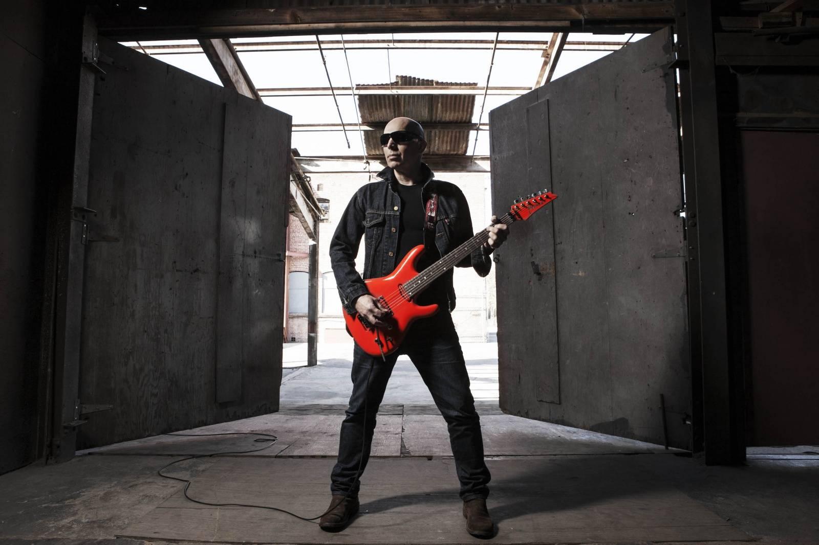 Joe Satriani bude v Praze víc na dosah, přesouvá se do Fora Karlín