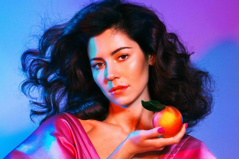 Marina And The Diamonds z rodinných důvodů odkládá pražský koncert
