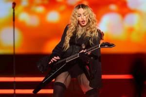 Na koncert Madonny se v Singapuru smí až od 18 let. Kvůli sexu