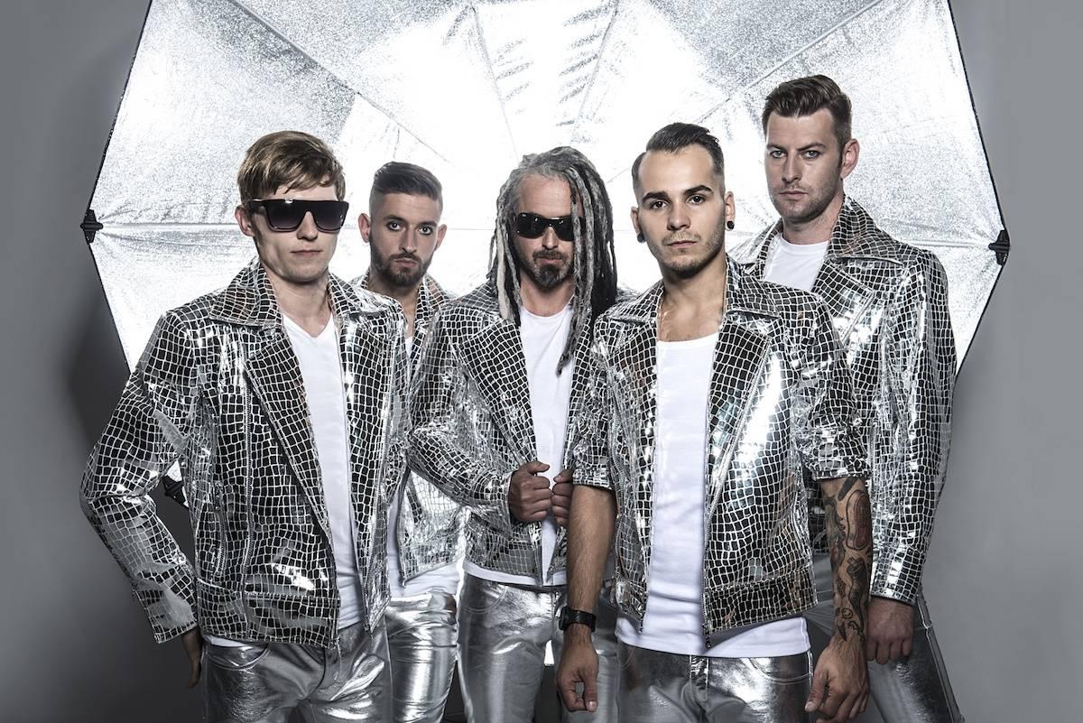 Mandrage budou na turné se zrcadly čarovat jako David Copperfield. Vystoupí i Animé a Electric Lady
