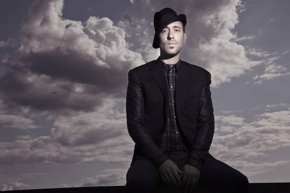 Začínal jako trubadúr, pak ho objevil Peter Gabriel. V dubnu míří Charlie Winston do Prahy