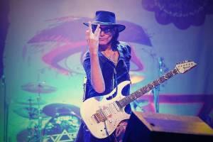 Kytarista Steve Vai připomene v červnu v Praze své nejúspěšnější album Passion And Warfare
