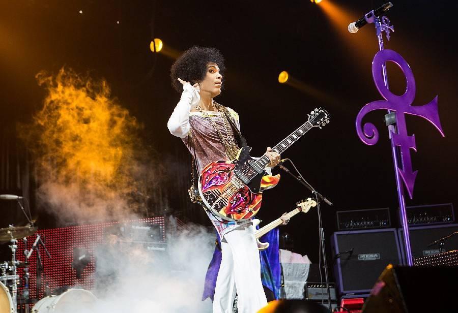 Zemřel zpěvák Prince, bylo mu 57 let