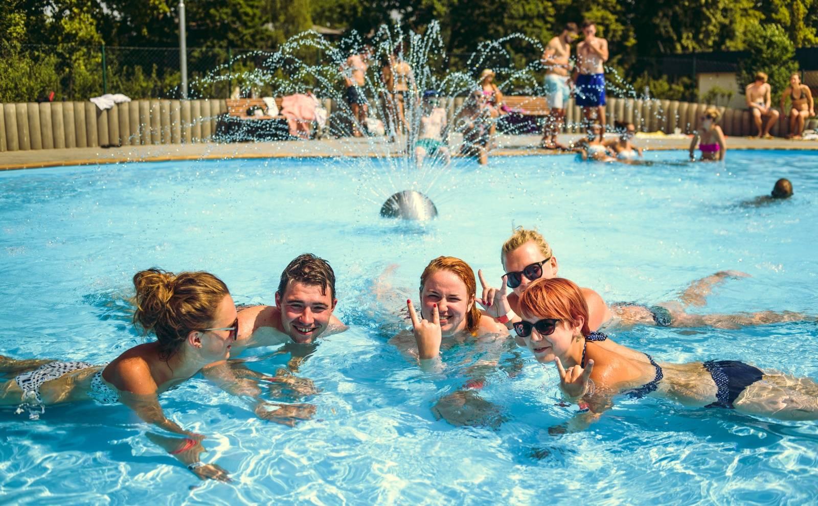 Fingers Up 2016: Swim Deep, Holy Esque, Kamp! i Tata Bojs a KLARA.