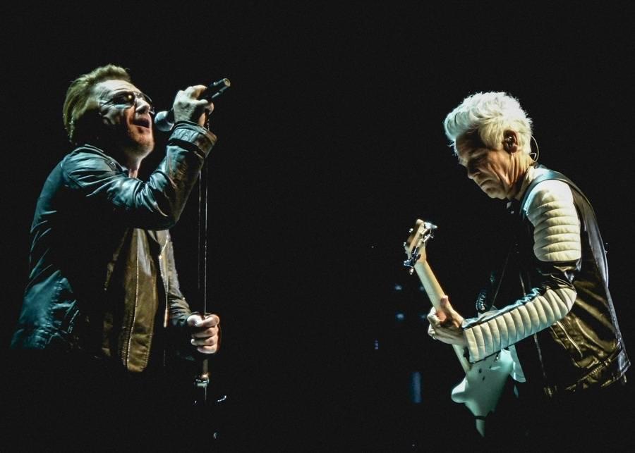 U2 vydají záznam koncertu v Paříži. Toho, na kterém se Eagles Of Death Metal poprvé vrátili po Bataclanu
