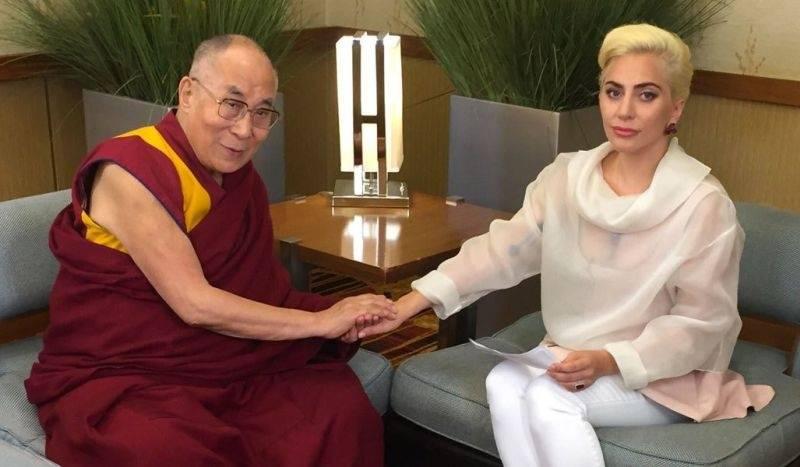 Lady Gaga už v Číně nechtějí. Setkala se totiž s dalajlámou