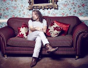 Robert Plant se chystá do Plzně. Dá si i oblíbenou slivovici?