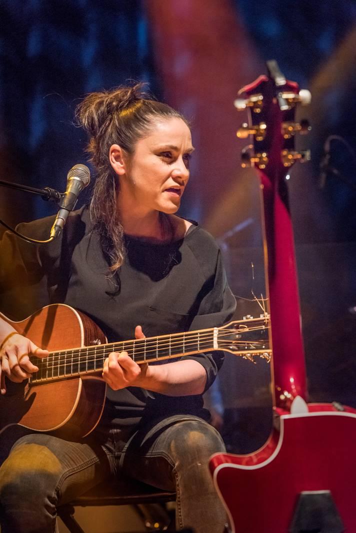 Lenka Dusilová uspěla s klipem Indiánky v mezinárodní konkurenci, zvítězila na festivalu Crossroads of Arts v Moskvě