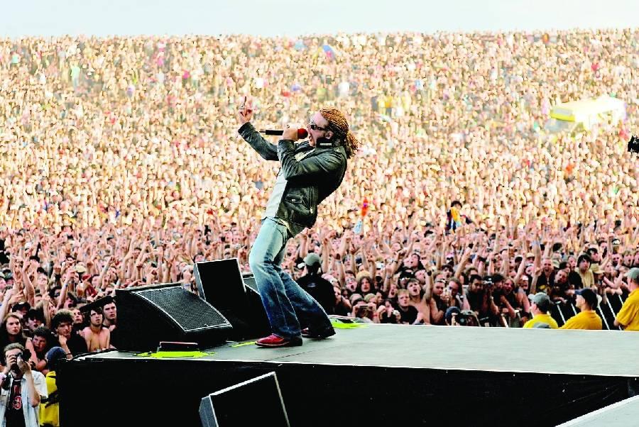 Původní Guns N' Roses konečně v Praze: Axl, Slash a spol. zahřmí na letišti v Letňanech!