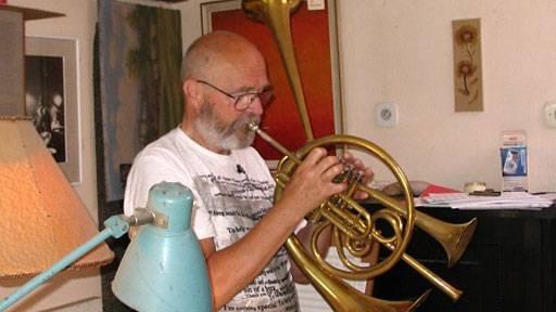 Zemřel Jaromír Hnilička, jazzový trumpetista a vynálezce hnilofonu